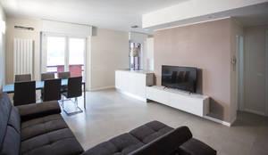 Ristrutturazione appartamento Milano 100mq: Soggiorno in stile  di Ristrutturazione Case