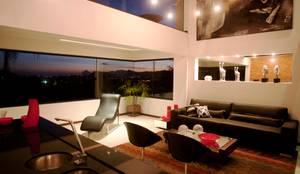 Interior: Salas de estar  por Studiopar Arquitetura