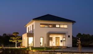 Außenansicht Eingang mit Überdachung:  Einfamilienhaus von FingerHaus GmbH