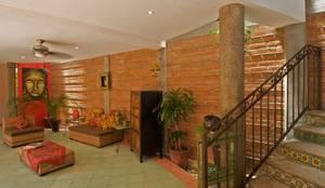 Casa Sebastian  : Casas de estilo  por RGR Arquitectos + Urban Strategy