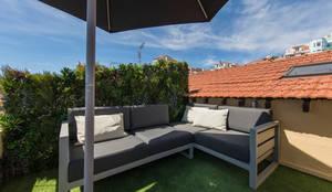 JARDIM VERTICAL - DUPLEX SANTOS LISBON: Terraços  por Wonder Wall - Jardins Verticais e Plantas Artificiais,