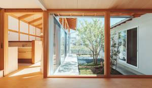倉のある家: 稲山貴則 建築設計事務所が手掛けた窓です。