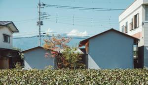 倉のある家: 稲山貴則 建築設計事務所が手掛けた木造住宅です。