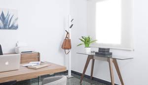 Mobiliario proyecto interiorismo despacho ABernabeu Abogados: Oficinas y Tiendas de estilo  de ANGEL CERDA