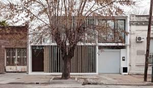 Diseño y Constucción de Casa Bazan en La Plata: Casas unifamiliares de estilo  por SMF Arquitectos  /  Juan Martín Flores, Enrique Speroni, Gabriel Martinez