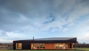 Residenza in campagna - facciata: Casa di legno in stile  di Ecospace Italia srl