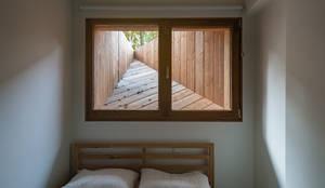 Koekoek:  Kleine slaapkamer door Kevin Veenhuizen Architects