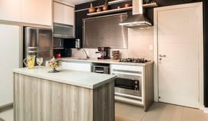 Cozinha embutida: Cozinhas embutidas  por Revisite
