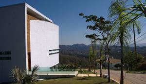 Casa Condomínio Vila Alpina - Nova Lima: Condomínios  por Marcelo Sena Arquitetura