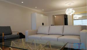 Sala: Salas / recibidores de estilo  por Soluciones Técnicas y de Arquitectura