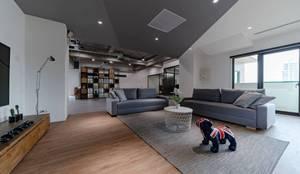 辦公室規劃設計施工:  客廳 by NO5WorkRoom