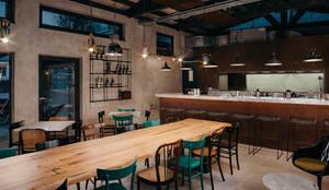 Bar: Bar & Club in stile  di manuarino architettura design comunicazione