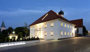 Gemeindebibliothek, Gemeindearchiv und Trauungssaal im alten Pfarrhaus in Pöcking:  Häuser von WSM ARCHITEKTEN