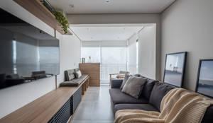 Sala e Varanda: Salas de estar  por Mirá Arquitetura