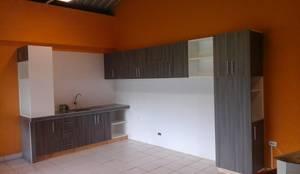 Estantería alta: Muebles de cocinas de estilo  por ARDI Arquitectura y servicios