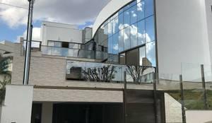 Fachada de dia: Condomínios  por Marcelo Sena Arquitetura