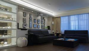 美式風格:  客廳 by 大觀創境空間設計事務所