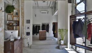 Negozio 101 Coexist - Firenze: Negozi & Locali commerciali in stile  di Soffici e Galgani Architetti