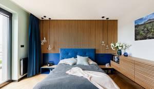 Dom drewniany: styl , w kategorii Małe sypialnie zaprojektowany przez ZONA Architekci Architekt Poznań, projektowanie wnętrz,
