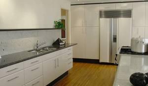 Cocina Integral a la medida: Cocinas equipadas de estilo  por GREAT+MINI