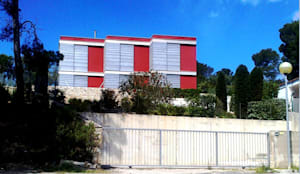 Situación en parcela.: Casas unifamilares de estilo  de Arpa'Studio Arquitectura y Feng Shui