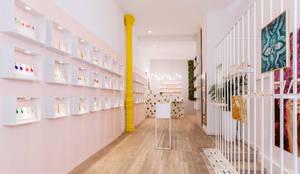 Vista general de la tienda ubicada en Príncipe de Vergara, Madrid: Oficinas y Tiendas de estilo  de Dimeic