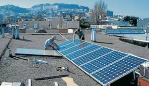 Instalación de panel solar: Edificios de Oficinas de estilo  por Grupo MCB
