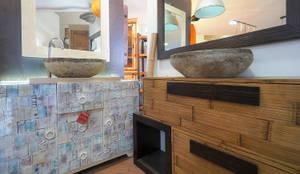 Mobili bagno orientali: Bagno in stile  di nuovimondi di Flli Unia snc
