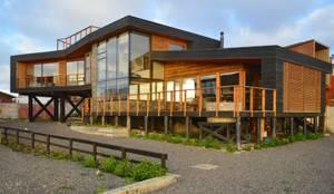 Vivienda Maria Salah: Casas de madera de estilo  por Kimche Arquitectos , Moderno Madera Acabado en madera