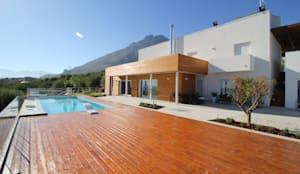 Fronte Nord verso il mare.: Villa in stile  di Giuseppe Rappa & Angelo M. Castiglione