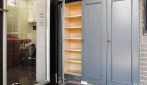 玄關的烤漆線板衣櫃:  房子 by 心之所向設計美學工作室