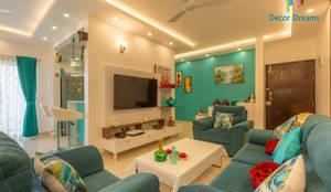 Brigade Meadows, 3 BHK—Dr. Usha & Dr. Mohan:  Living room by DECOR DREAMS