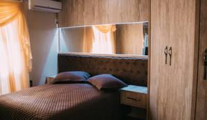 Cabeceira de cama estofada: Quartos  por CAZA & AP