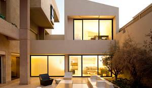 Casa unifamiliar diseñada y construida por AGI Architects: Casas unifamilares de estilo  de AGi architects arquitectos y diseñadores en Madrid