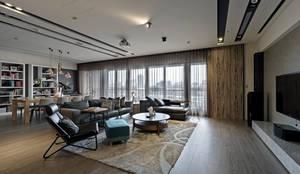 由鉅三希 5F:  客廳 by 台中室內設計-築采設計