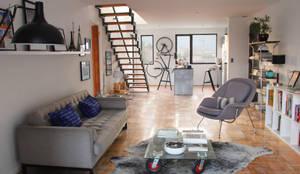 Living en departamento rehabilitado/ remodelado: Livings de estilo  por INFINISKI, Moderno