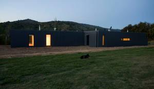 Fachada: Casas ecológicas de estilo  por INFINISKI