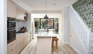 Home Extension:  Small kitchens by Urbanist Architecture