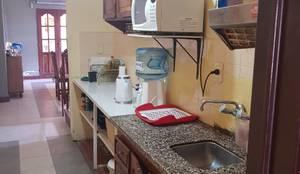 Cocina - Antes de la reforma: Cocinas a medida  de estilo  por A3 arquitectas - Salta
