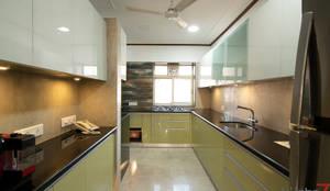 Modular Kitchen:  Kitchen units by Küche7 ,