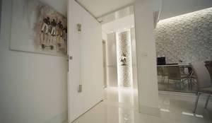 HALL: Corredores e halls de entrada  por ABBITÁ arquitetura