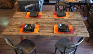 Tavolo in legno massello di quercia naturale: Soggiorno in stile  di nuovimondi di Flli Unia snc