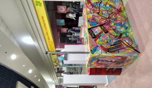 Centros Comerciales de estilo  por Faerman Stands y Asoc S.R.L. - Arquitectos - Rosario