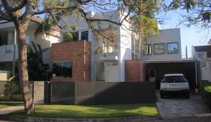 Casa LME: Moradias  por Viviane Cunha Arquitetura
