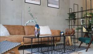 black metal side tables:  Geschäftsräume & Stores von Ivy's Design - Interior Designer aus Berlin