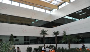 Patio y lucernario en edificio de oficinas: Edificios de oficinas de estilo  de Dasepa Construcciones y reformas en Madrid,