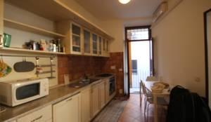 FOTO PRIMA DELL'INTERVENTO: Cucina in stile  di Creattiva Home ReDesigner  - Consulente d'immagine immobiliare