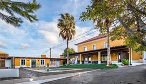 Reconstrução de moradia antiga: Casas unifamilares  por Atelier d'Maison