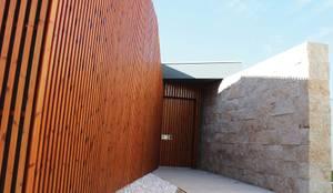 Entrada Principal: Casas  por OBRA ATELIER - Arquitetura & Interiores