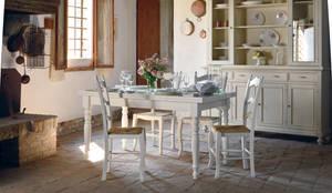 Tavolo bianco in stile shabby chic: Sala da pranzo in stile  di Idea Stile
